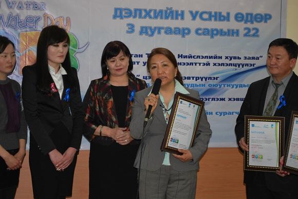 Монголын их суруулийн оюутнуудыг шагнав